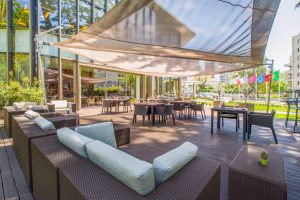 outdoor-space-crowne-plaza-events